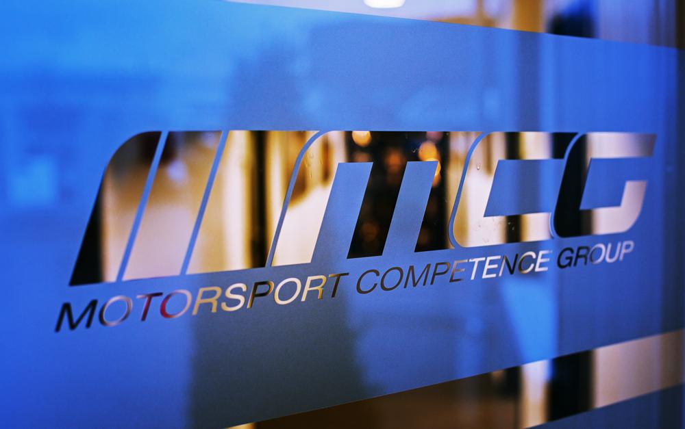 MCG Logo auf Glas